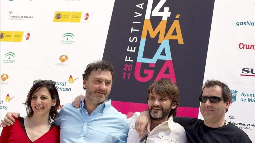 """El cineasta Max Lemcke (2i) y los actores Malena Alterio (i), Fernando Tejero (2d) y Jorge Bosch posan durante el photocall de la presentación de la película """"Cinco metros cuadrados"""", dentro de la XIV edición del Festival de Cine Español de Málaga. EFE"""