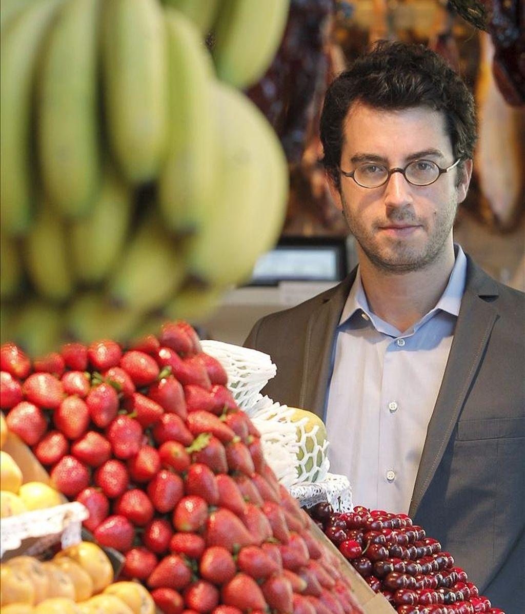 """Análisis y controversia se unen en """"Comer animales"""", la última obra del escritor norteamericano Jonathan Safran Foer (en la foto), quien ha hablado con EFE de un libro que se presenta en España tras mantenerse durante casi un año en las listas estadounidenses de los más vendidos. EFE"""