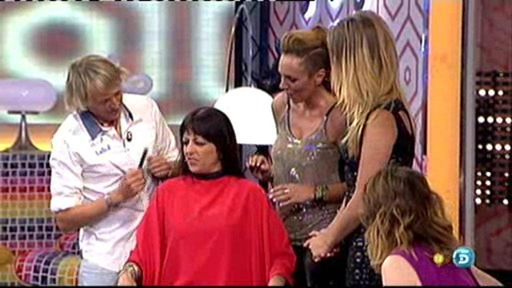 ¡Jesús Calleja le corta el pelo a Yolanda!