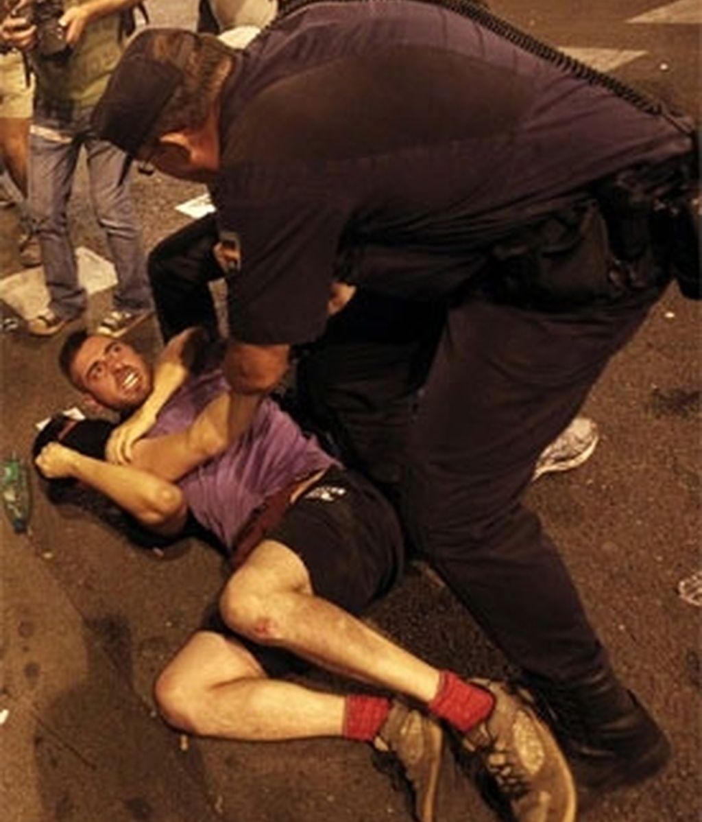 La Policía carga contra manifestantes contrarios a la Jornada Mundial de la Juventud. Vídeo: Informativos Telecinco.