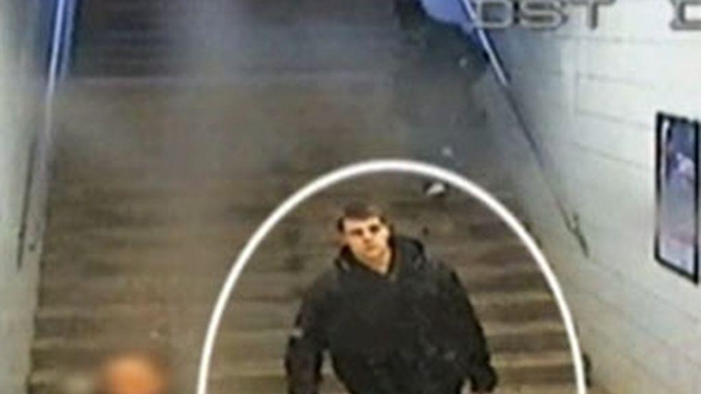El sospechoso, en el metro. Vídeo: Informativos Telecinco.