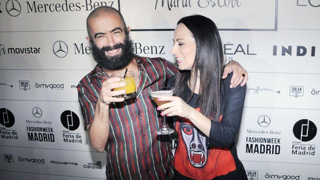 María Escoté y Carlos Díez brindaron por el éxito de sus desfiles.