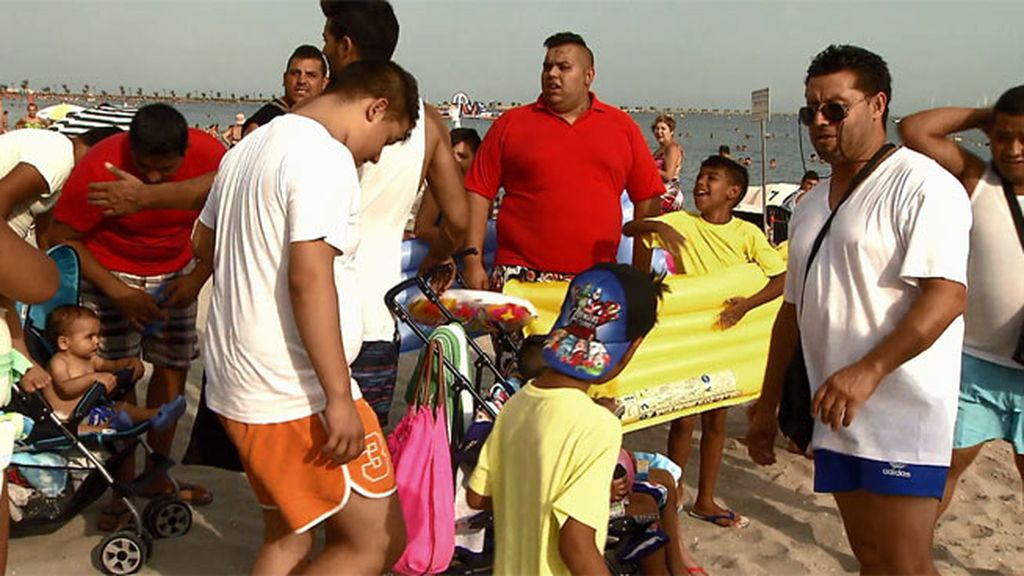 Los González invaden la playa del Mar Menor