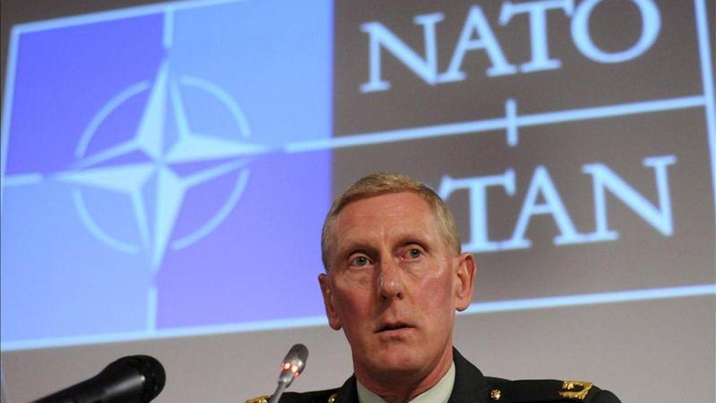 El general holandés Mark van Uhm, jefe de operaciones en el cuartel general para Europa de la Alianza, comparece ante los medios sobre las operaciones de la OTAN en Libia, en la sede de la OTAN, en Bruselas, Bélgica. EFE