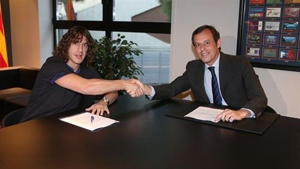 Carles Puyol firma su renovación con el FC Barcelona hasta 2016