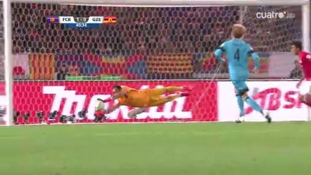 Momumental estirada de Claudio Bravo para salvar el empate del Guangzhou