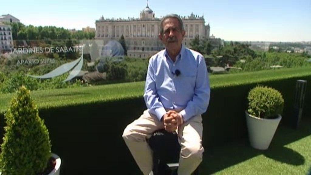 Miguel Ángel Revilla visita el Palacio Real junto a un grupo de niños