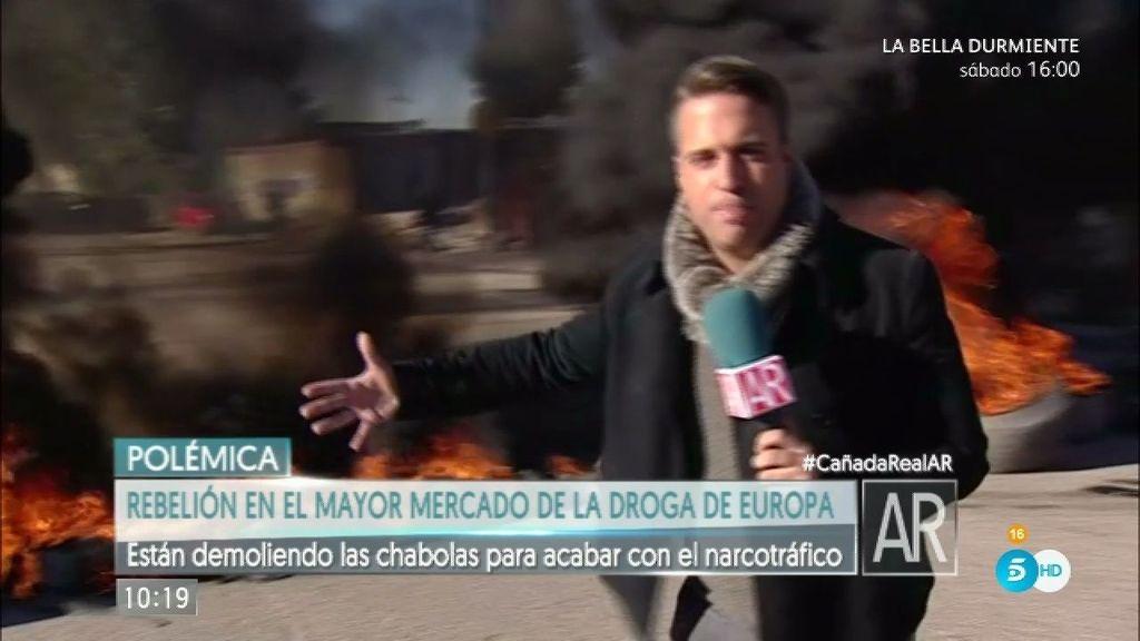 El reportero de 'El Programa de Ana Rosa', en las barricadas de la Cañada Real