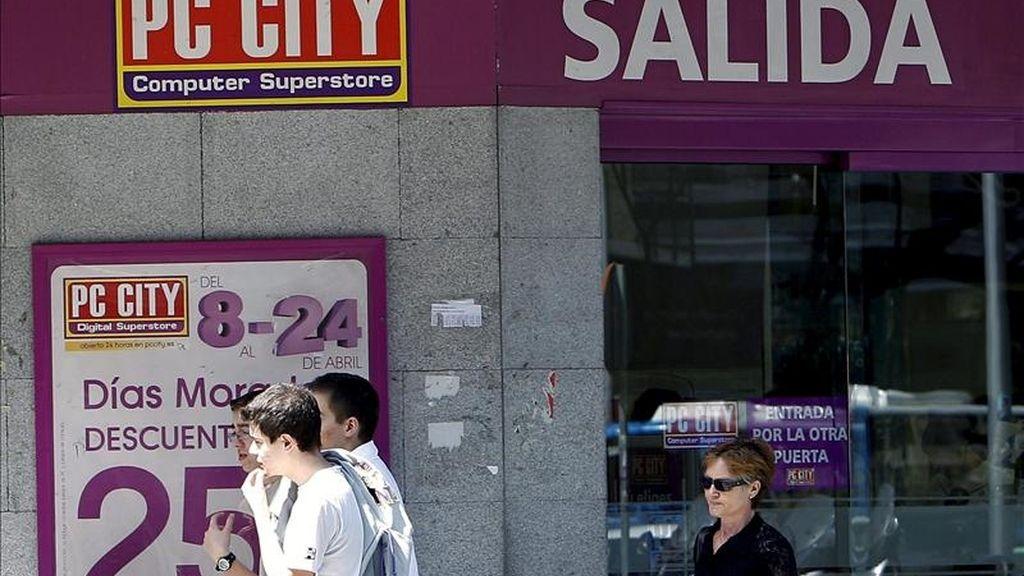 La cadena de distribución informática PC City anunció hoy a su comité de empresa el cierre de las 34 tiendas que tiene en España y la presentación de un Plan de Regulación de Empleo que afectará a los 1.224 trabajadores de la plantilla, debido a la caída del consumo. EFE