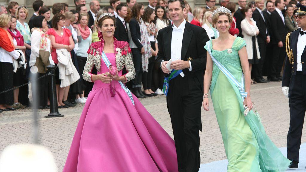 Con la infanta Elena, en la boda real de Victoria de Suecia y Daniel Westling en junio de 2010