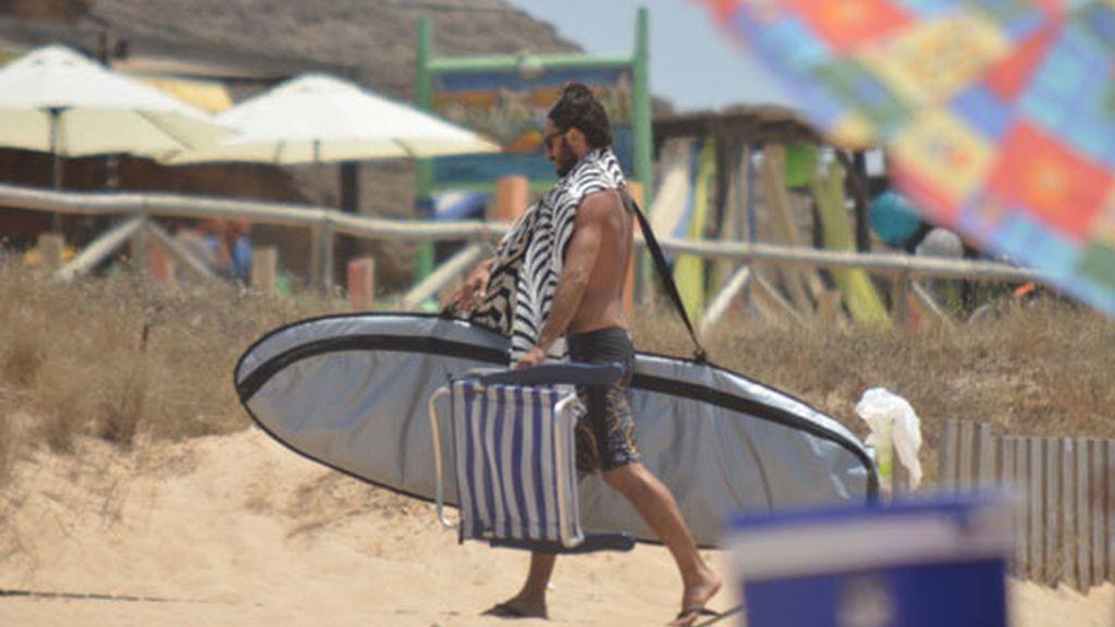 Hugo Silva, surfenado en Cádiz