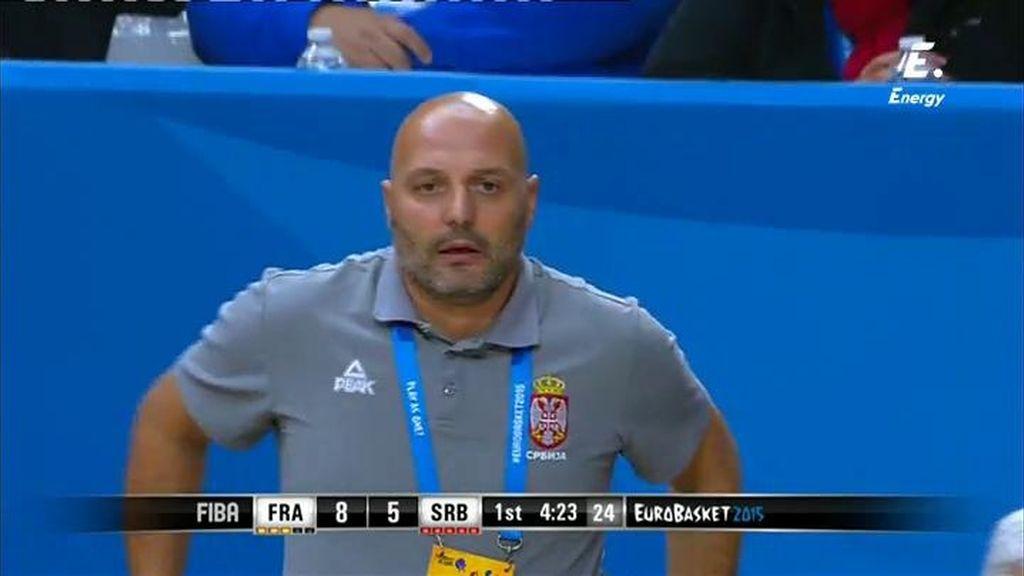 Djordjevic se desespera con los árbitros y le pitan una técnica por protestar