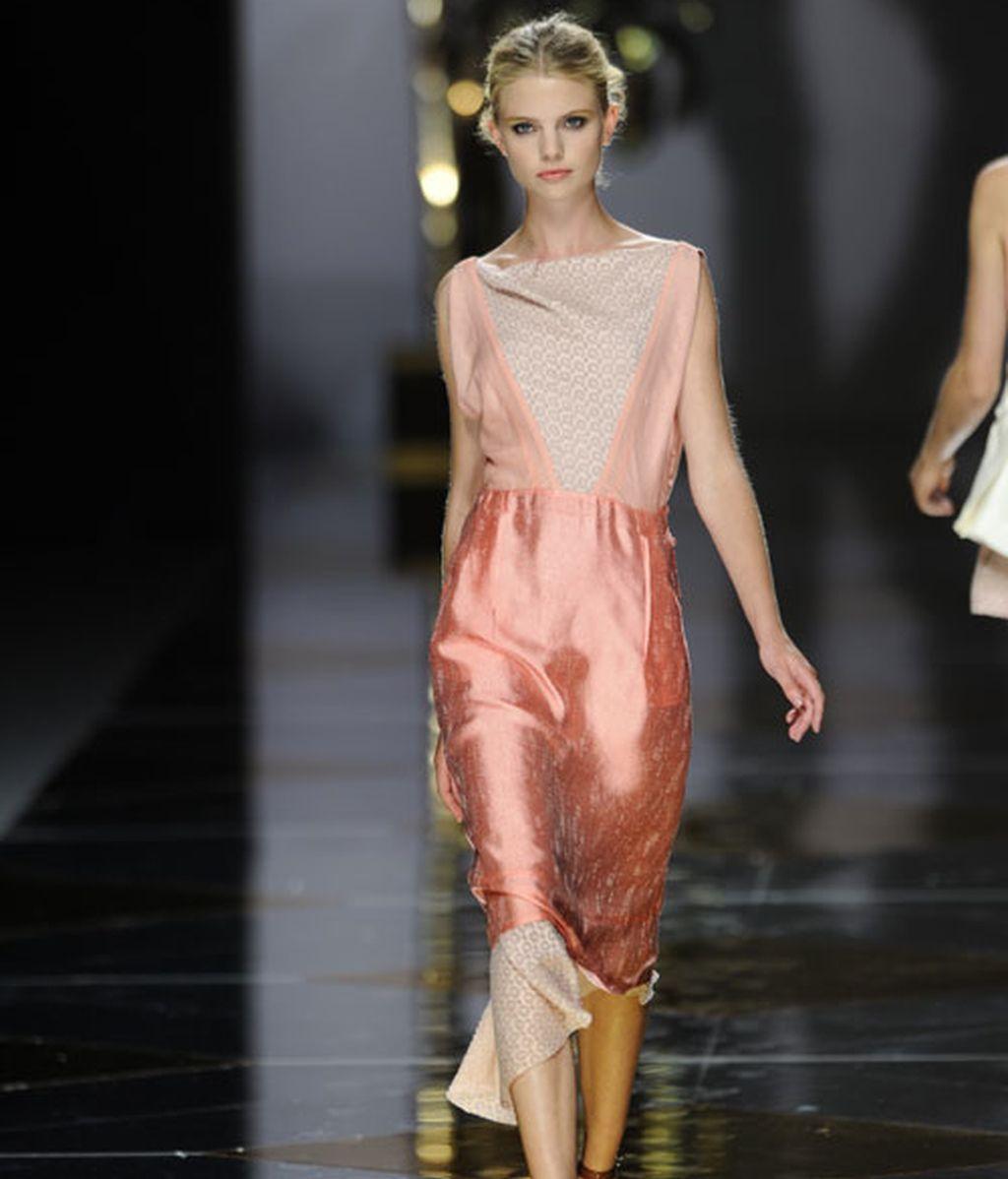 Colores vidriosos y sensualidad en la propuesta de Ailanto