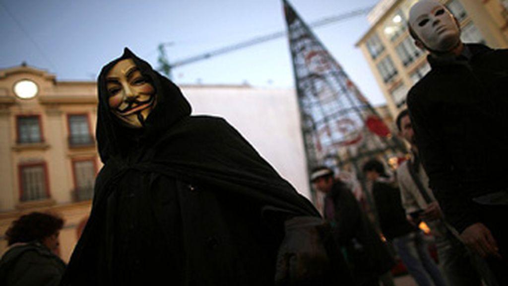 """El grupo Anonymous ha advertido al Gobierno británico de """"graves repercusiones"""" si corta las redes sociales. Foto Reuters"""