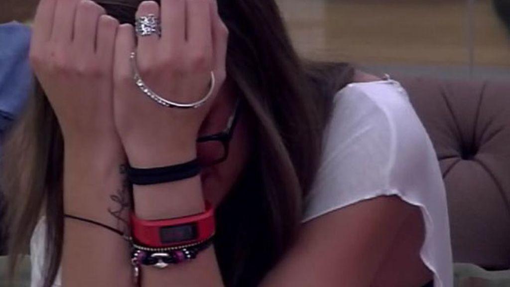 Alejandra, derrumbada tras conocer la expulsión de Vitín