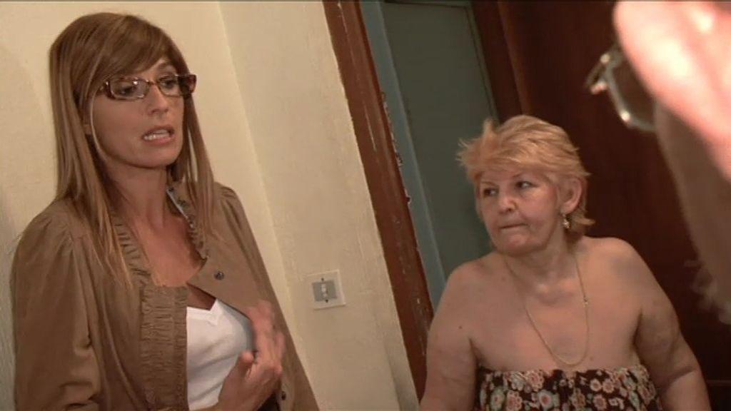 Carmen habla con Paquita para encontrar una solución para sus gatos