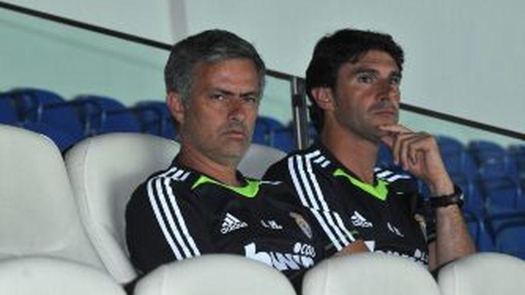 Mourinho, silencioso junto a Karanka. Vídeo: Informativos Telecinco.