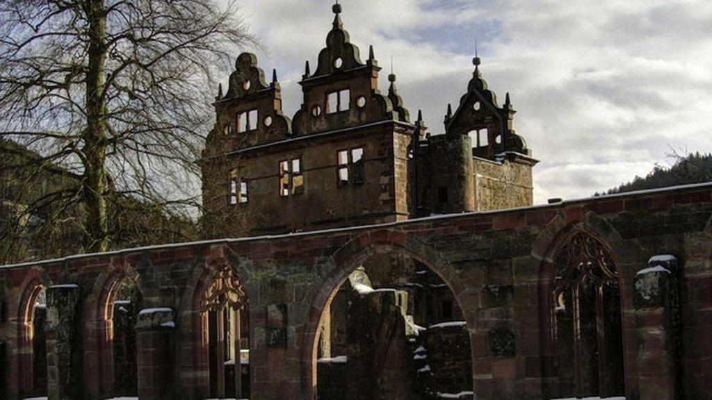 Monasterio del siglo XV en el Bosque Negro en Alemania