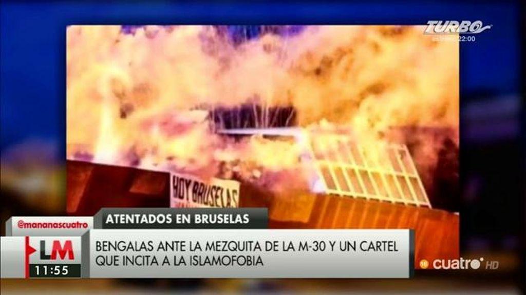 Bengalas ante la mezquita de la M-30 en Madrid