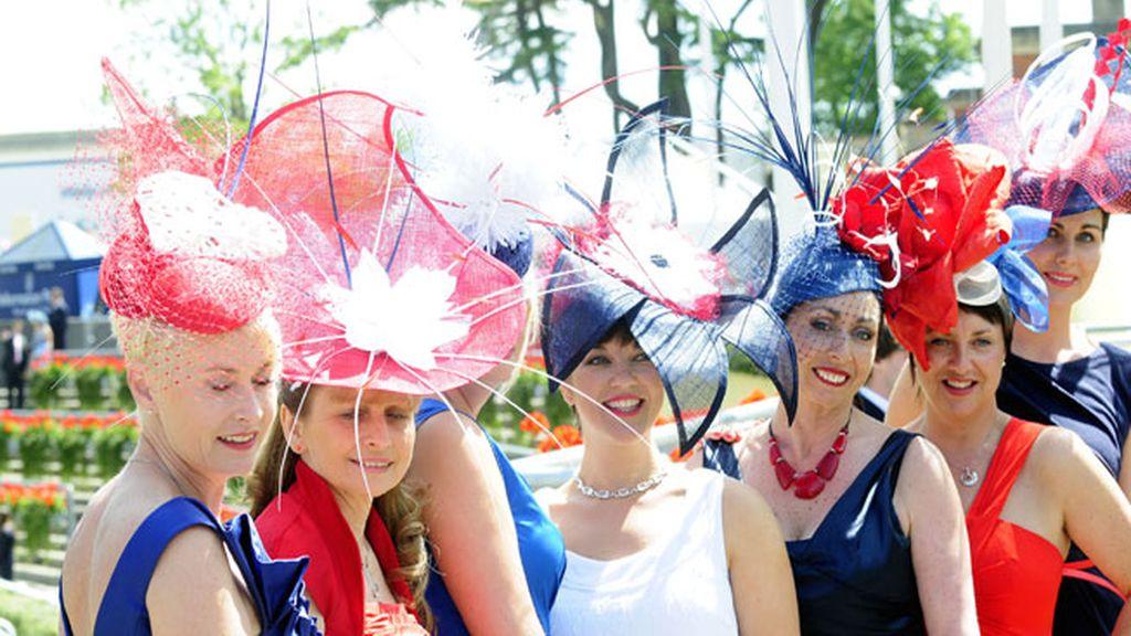 Desfile de tocados en Ascot