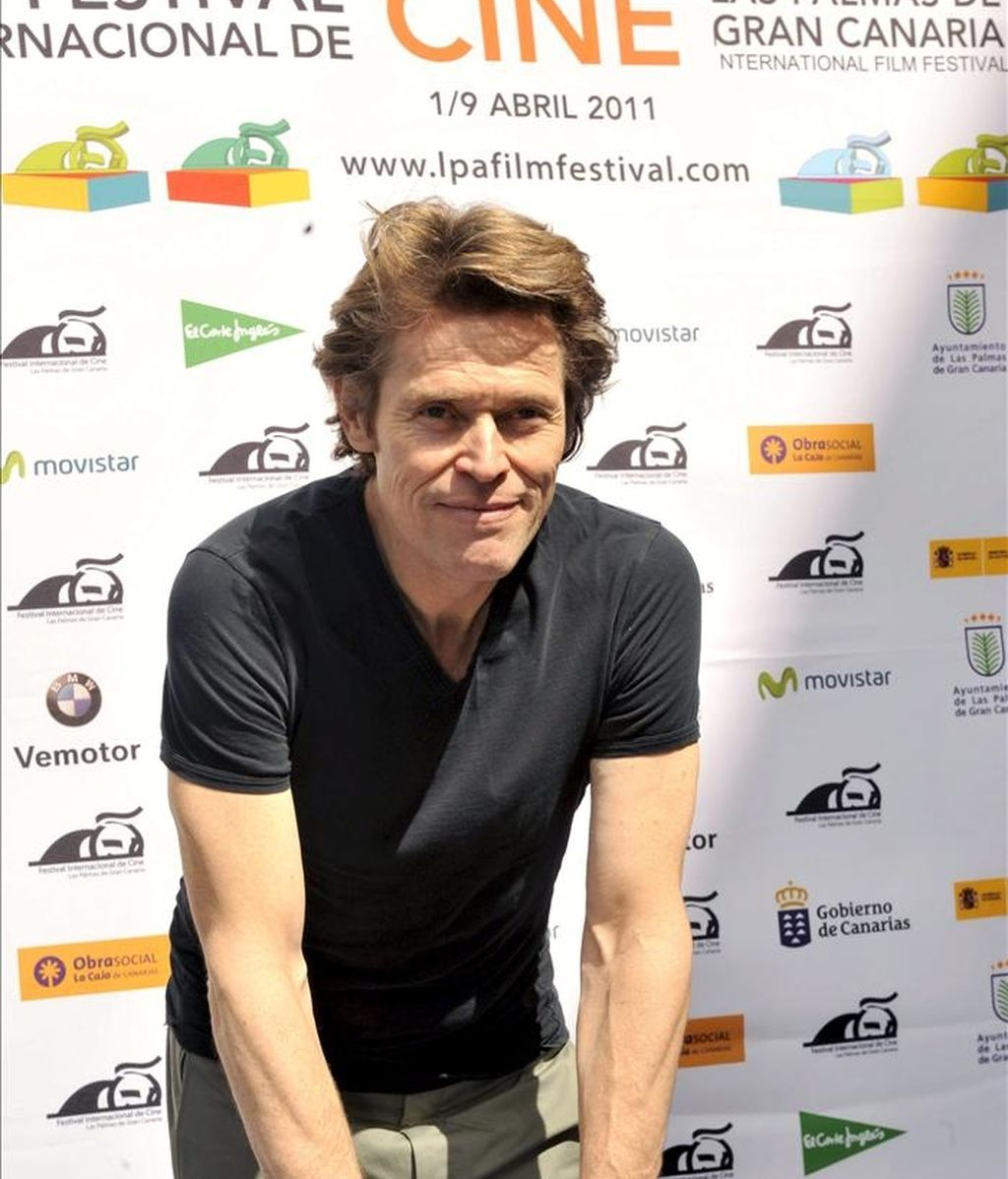 El actor estadounidense Willem Dafoe deja las huellas de sus manos en el XII Festival Internacional de Cine de Las Palmas de Gran Canaria, que hoy la rinde un homenaje y le entrega el Lady Harimaguada de honor. EFE