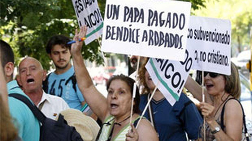 Manifestantes contrarios a la rebaja del precio del transportes para los peregrinos del JMJ. Foto: Reuters.