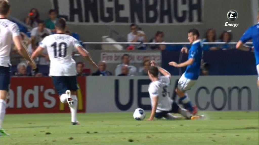El árbitro no señaló un claro penalti a favor de Italia