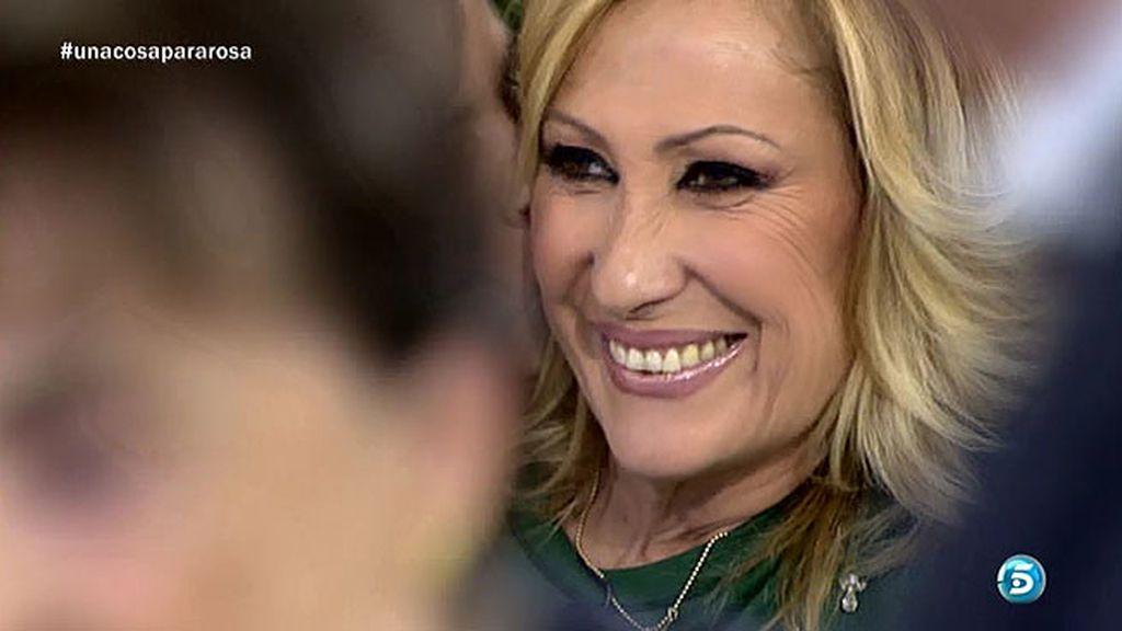 Rosa Benito recibe besos del público y de sus compañeros