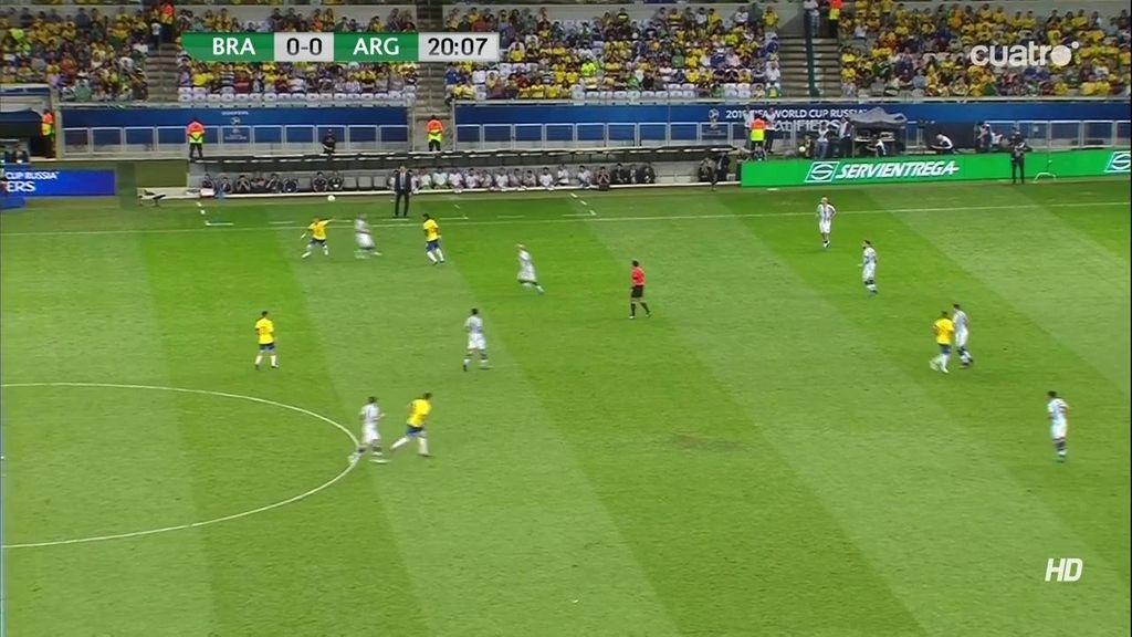 Detalle de calidad de Neymar: ¡Vaya sombrero se marcó el brasileño!