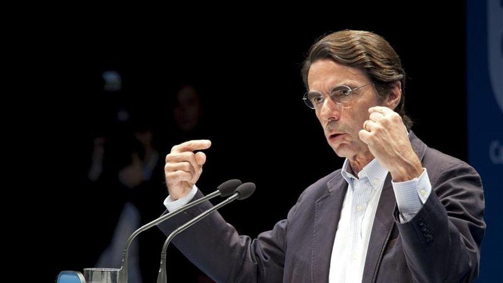 El expresidente del Gobierno José María Aznar durante su intervención en el acto que el Partido Popular ha celebrado hoy en Cuenca para apoyar la candidatura de la candidata del PP a la Junta, María Dolores de Cospedal. EFE