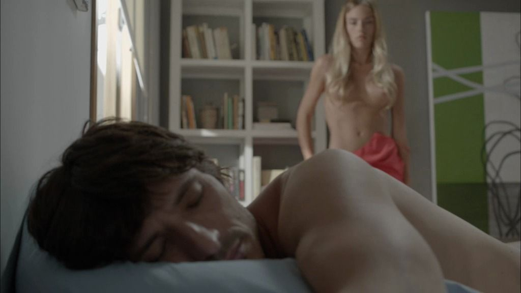 ¿Quién es la rubia desnuda que se ha metido en la cama de Rubén Barahona?