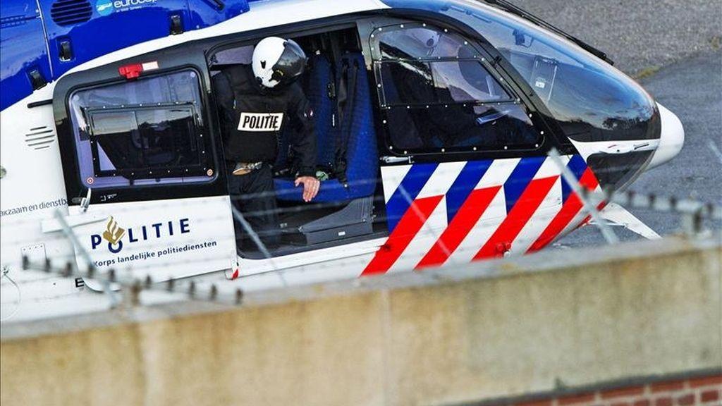 Un helicóptero transporta al exgeneral Mladic en la prisión de Scheveningen, en La Haya (Holanda). EFE