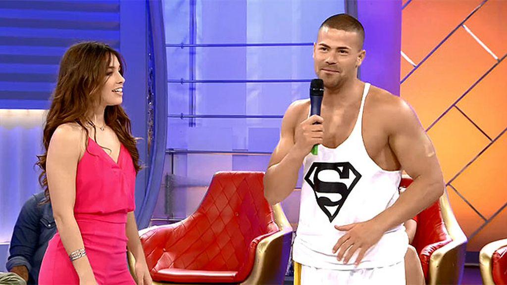 """Agustín sorprende a Jennifer con un """"berimbau"""" y un pantalón de capoeira"""