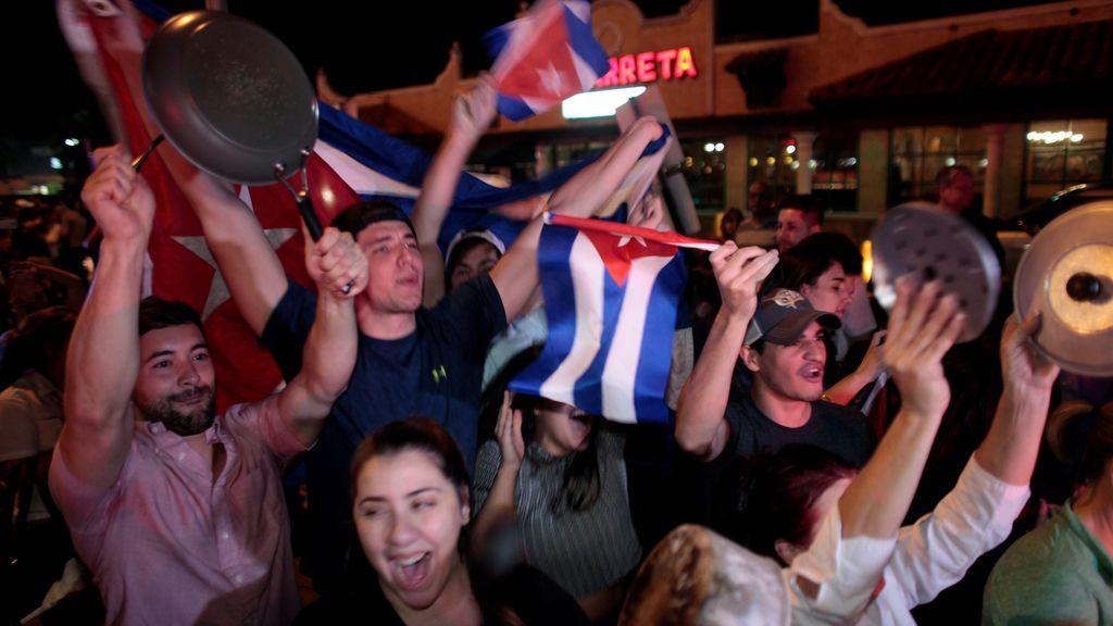 Los exiliados de Miami celebran la muerte de Fidel Castro