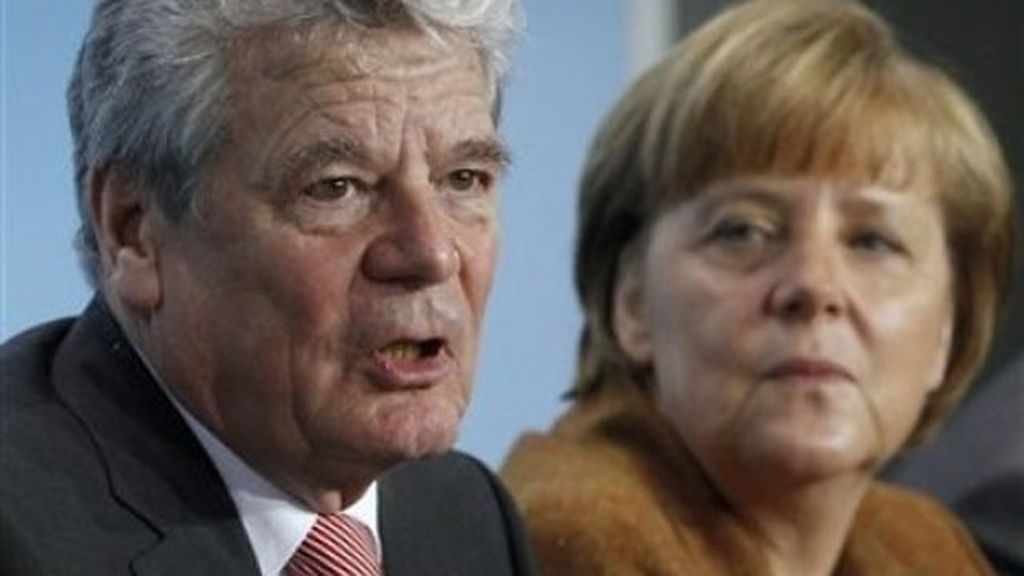 Joachim Gauck junto a Angela Merkel