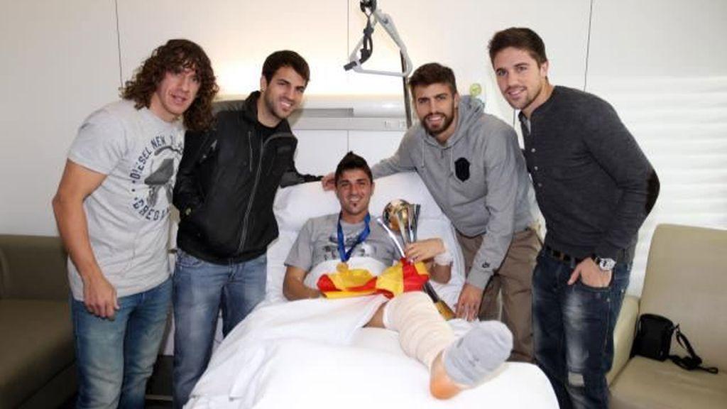 Villa con sus compañeros y la copa del Mundialito
