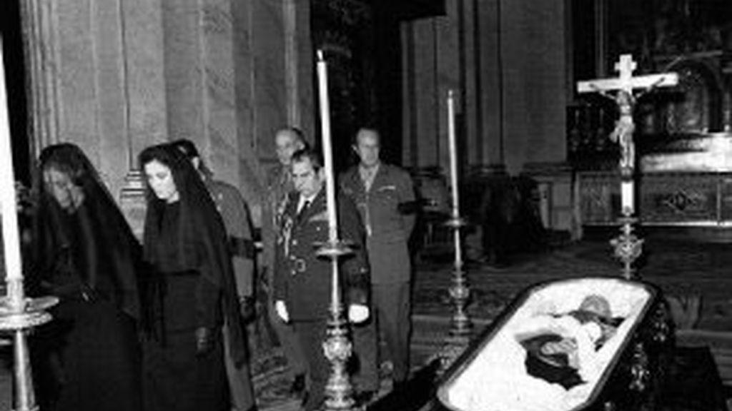 Los restos del dictador reabren la polémica sobre su futuro. Vídeo. Informativos Telecinco
