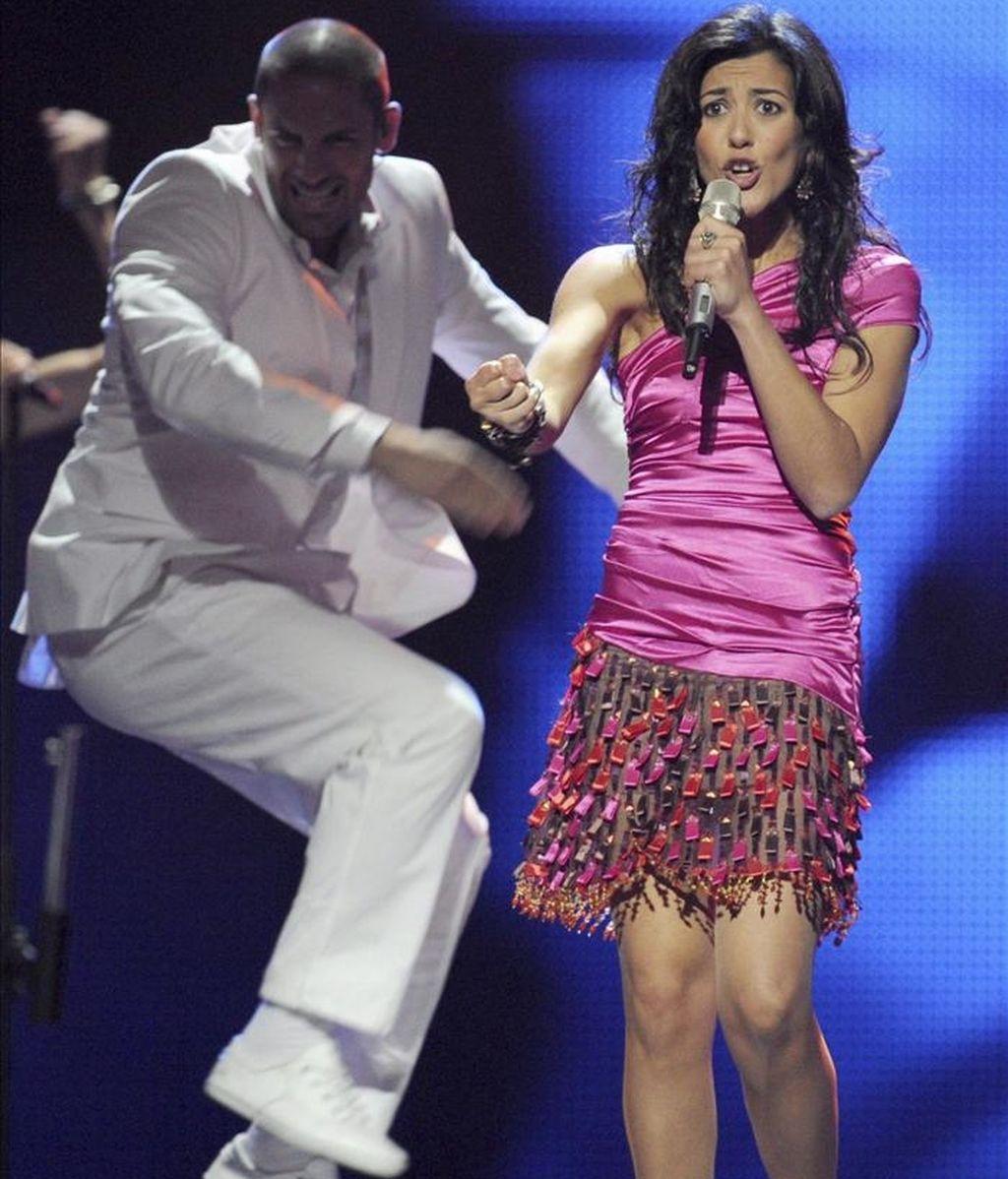 La representante española Lucia Pérez actúa durante la prueba de vestuario del Festival de Eurovisión, en Düsseldorf, Alemania, cuya final se celebrará el próximo sábado. EFE