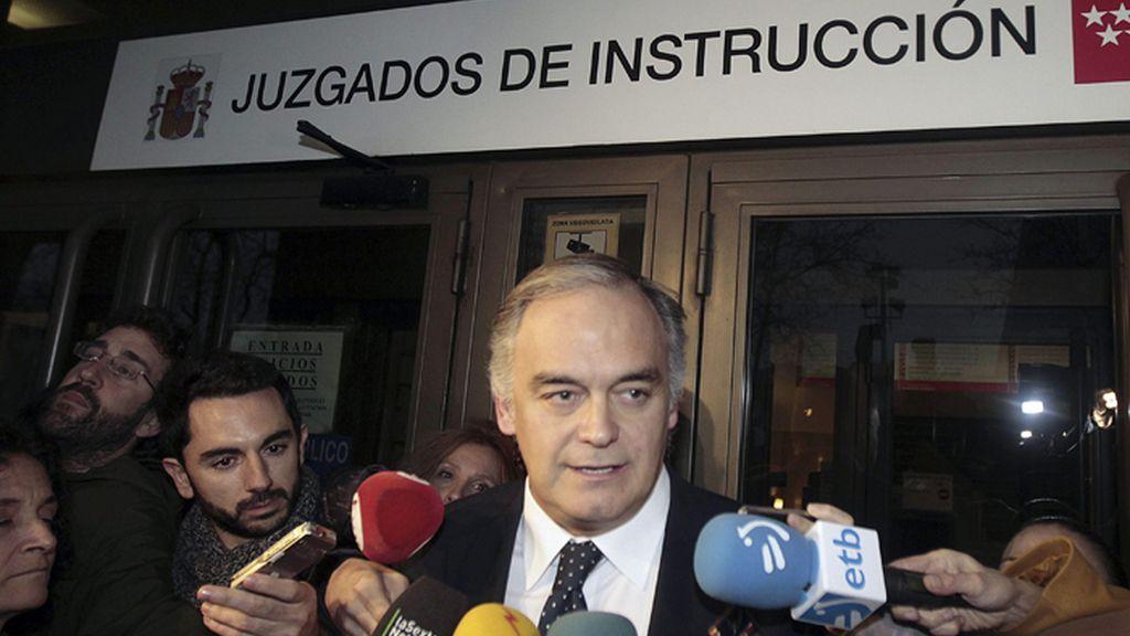 Salida de González Pons de los juzgados, tras declarar en el caso Nóos
