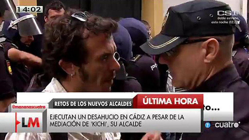 Ejecutan un desahucio en Cádiz a pesar de la mediación de Kichi, su alcalde