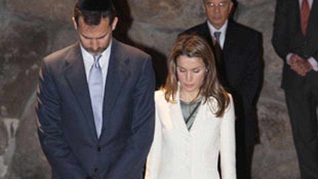 Los Príncipes han sido recibidos oficialmente por Simon Peres. Vídeo: Informativos Telecinco