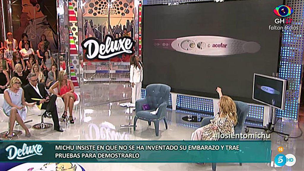 Michu trae el predictor para probar su embarazo y se lía en el plató del 'Deluxe'
