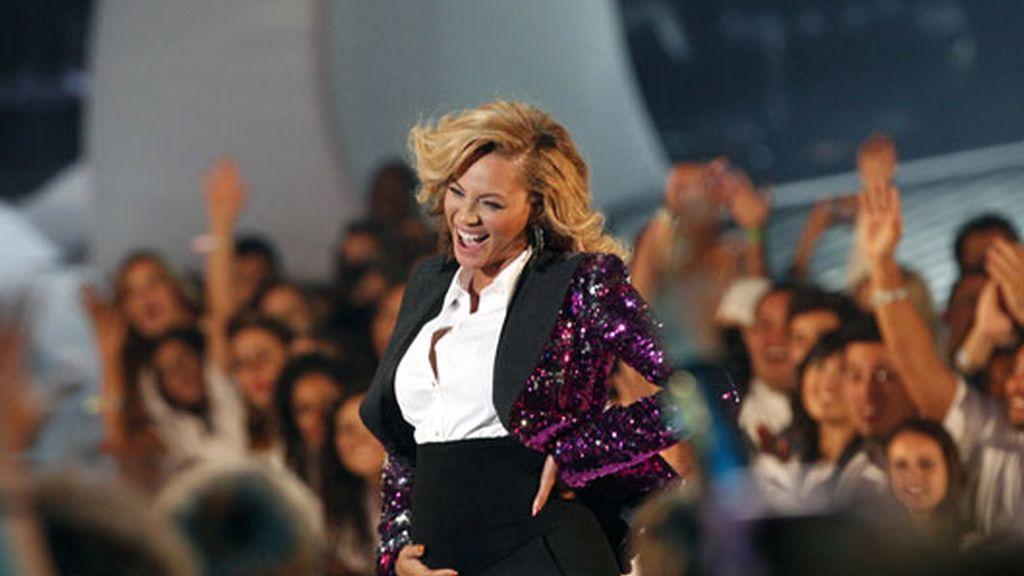 Bayonce se acaricia la tripa tras la actuación