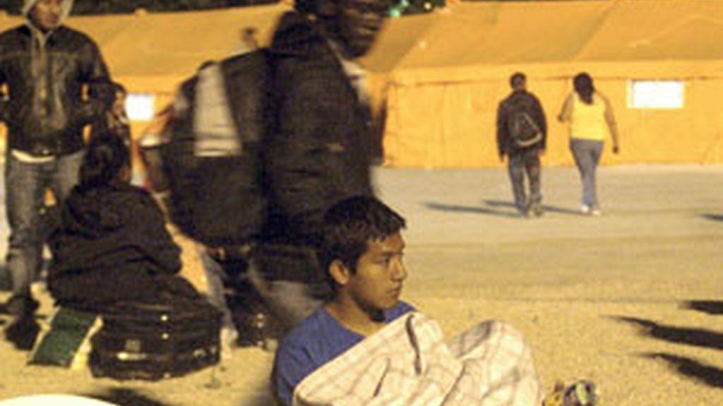 Unas 6.000 personas han pasado la noche en los campamentos habilitados. Vídeo: Informativos Telecinco.