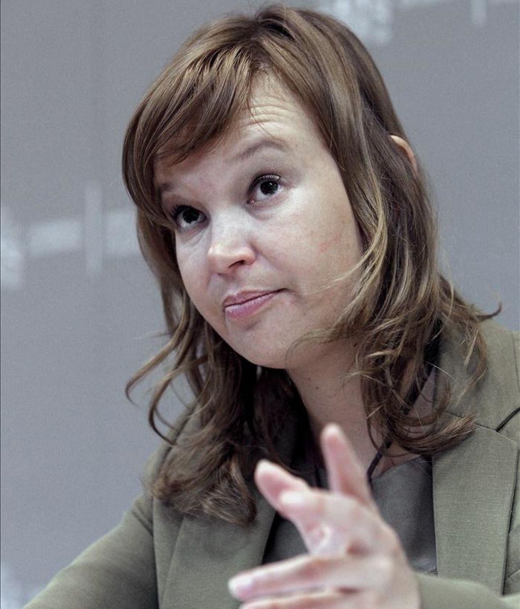 La ministra de Sanidad, Política Social e Igualdad, Leire Pajín, presentó hoy el Barómetro Sanitario 2010, un informe que, desde hace más de quince años, realiza este departamento para conocer la opinión de los españoles sobre el funcionamiento del Sistema Nacional de Salud. EFE