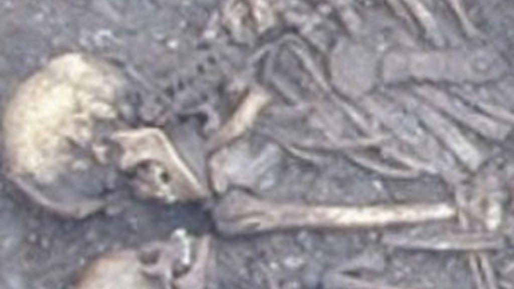 Varios esqueletos que podrían pertenecer a la cultura de la cuerda Ware. Foto: Egyptsearch.com