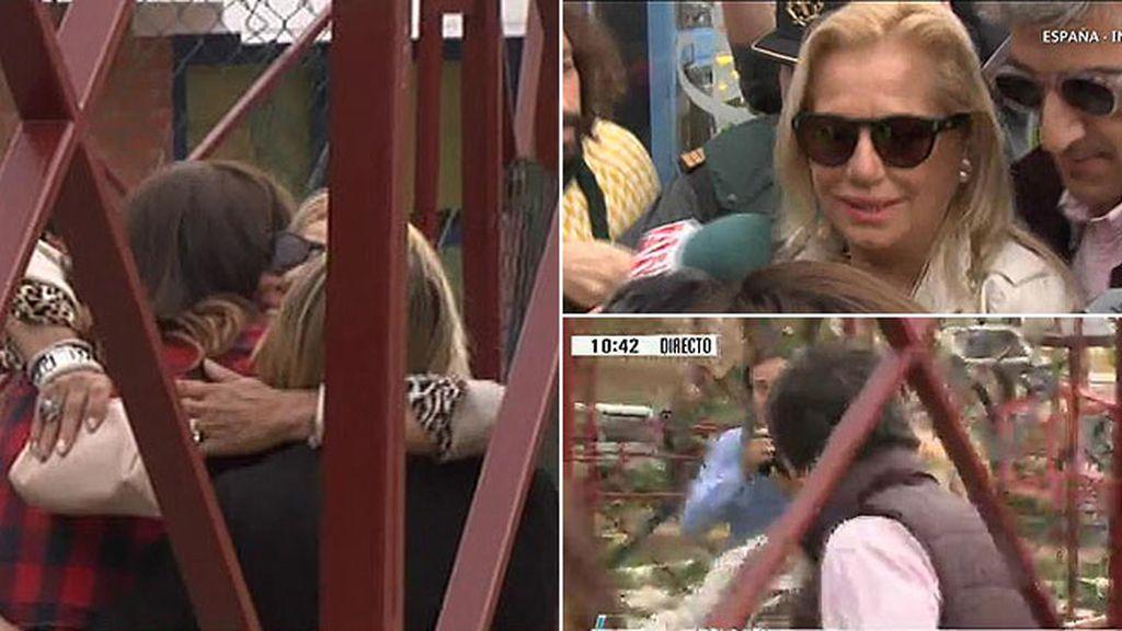 Emotivo abrazo a sus hijas, beso a su chico y gritos de las internas: así ha sido la salida de prisión de Mayte Zaldívar