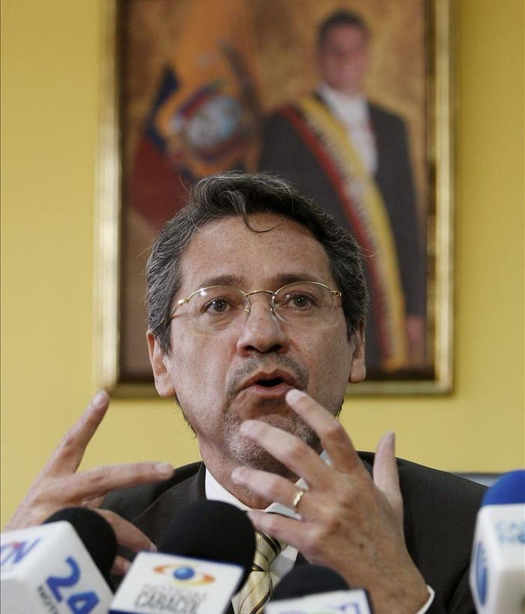 El nuevo embajador ecuatoriano en Bogotá, Raúl Vallejo, llegó a Bogotá el pasado 5 y no hubo actos oficiales, ya que el presidente Santos no lo pudo recibir por estar atendiendo la emergencia causada por las lluvias. EFE/Archivo
