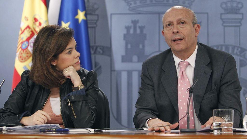 Soraya Sáenz de Santamaría y José Igancio Wert, tras el Consejo de Ministros