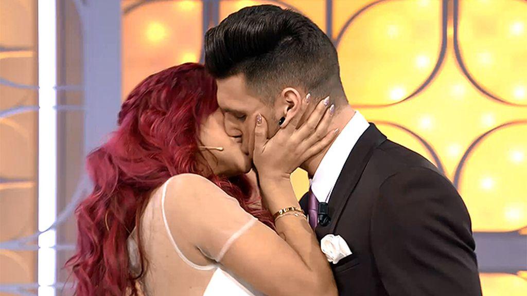 ¡¡BESAZO!! Rym no se resiste a besar a Albert vestido de novio